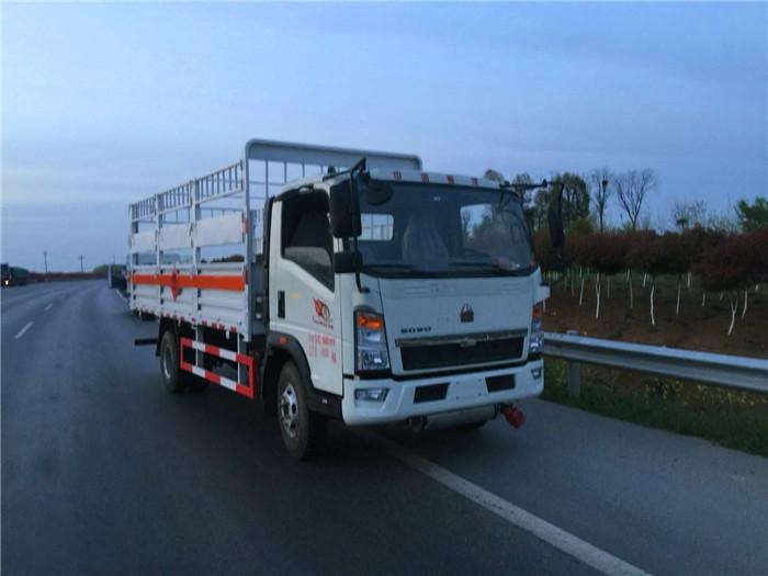 重汽豪沃5.1米气瓶运输车