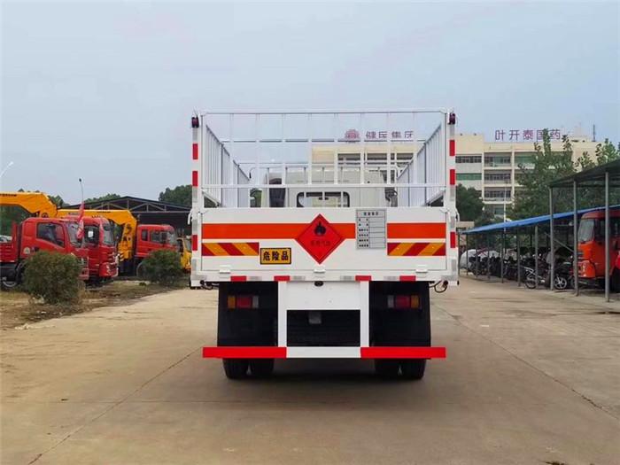 柳汽6.8米气瓶运输车