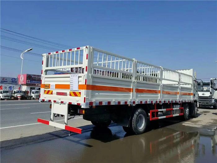 柳汽9.6米气瓶运输车