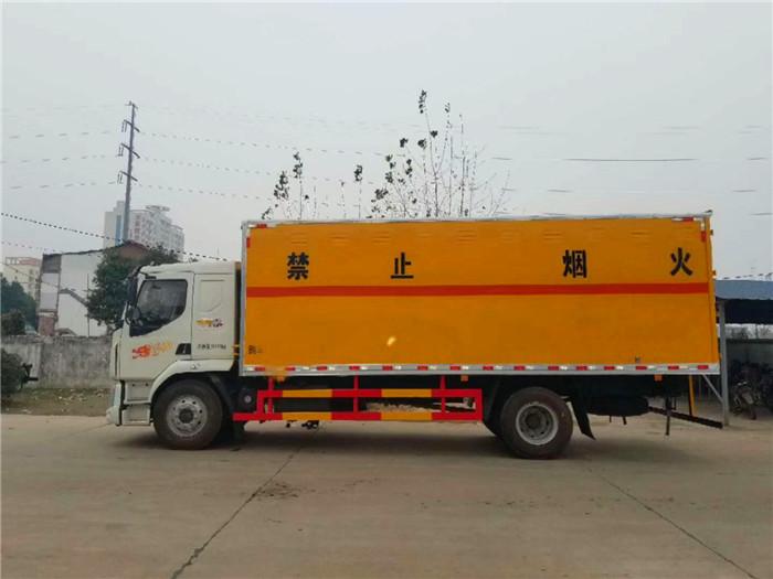 柳汽10吨民爆运输车