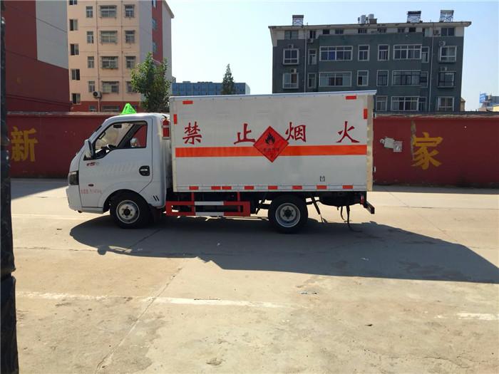 东风途逸微型易燃气体箱式运输车