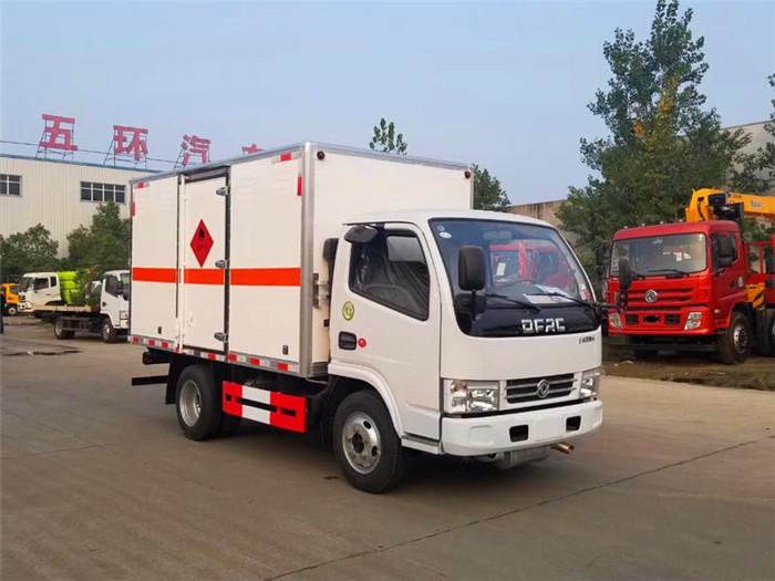 东风3.48米易燃气体厢式运输车