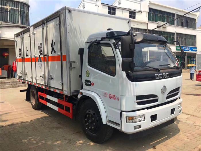 东风5.1米易燃气体箱式运输车