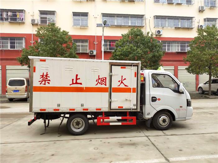 东风途逸易燃液体运输车