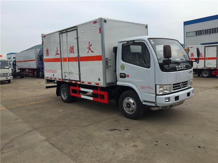 东风小多利卡4.2米易燃液体运输车