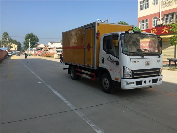 解放4.2米蓝牌易燃气体厢式运输车
