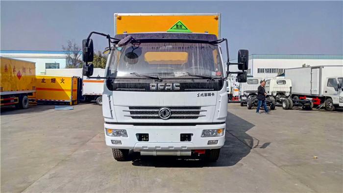 东风5.1米易燃液体箱式运输车