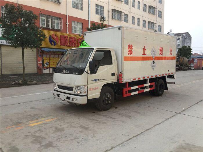 江铃4.2米腐蚀性物品厢式运输车