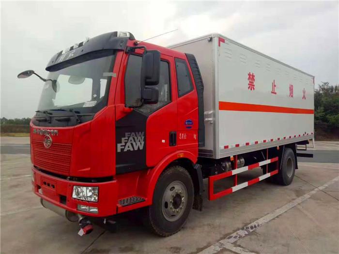 解放6.2米腐蚀性物品厢式运输车