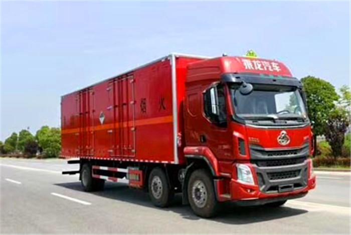 柳汽9.6米易燃液体厢式运输车