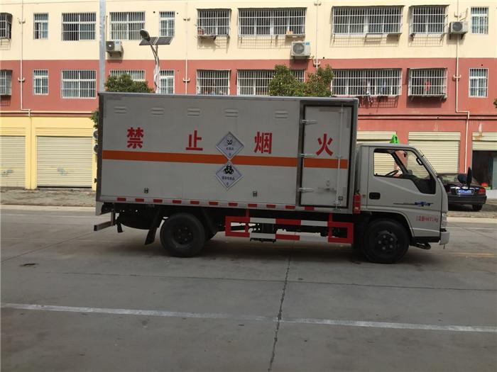 江铃蓝牌易燃固体厢式运输车
