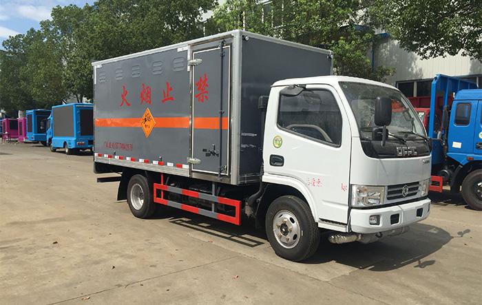 东风蓝牌腐蚀性物品箱式运输车