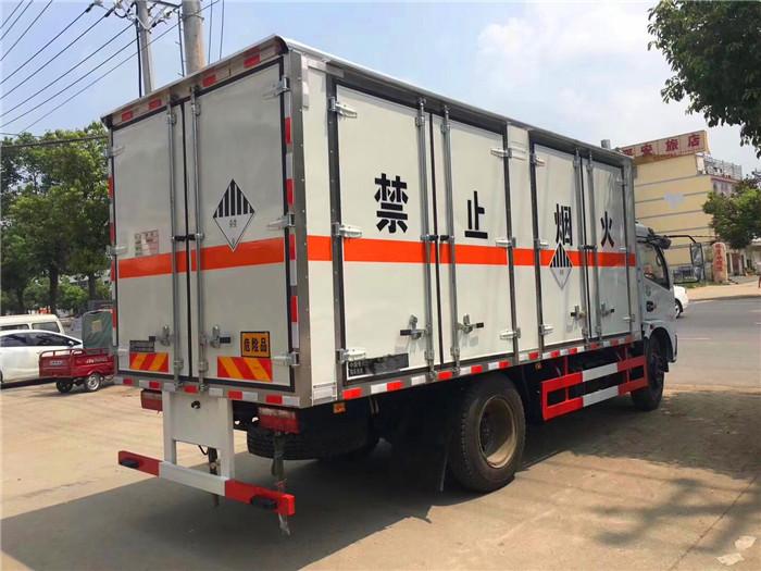 东风5.1米箱体危险品废弃物箱式运输车
