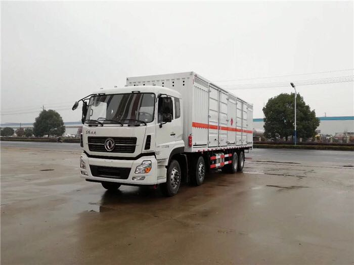 东风天龙9.6米危险废弃物箱式运输车
