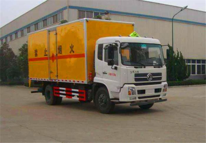 东风天锦6.6米危险废弃物箱式运输车