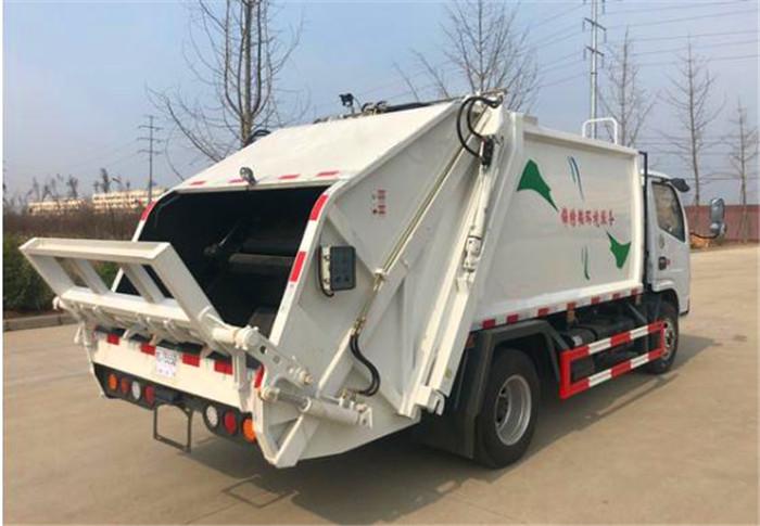 东风多利卡6方压缩式垃圾车