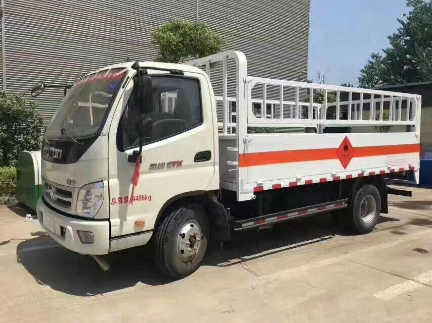 5吨福田气瓶运输车侧面