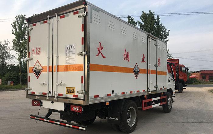福田奥铃4.995吨民爆运输车右后