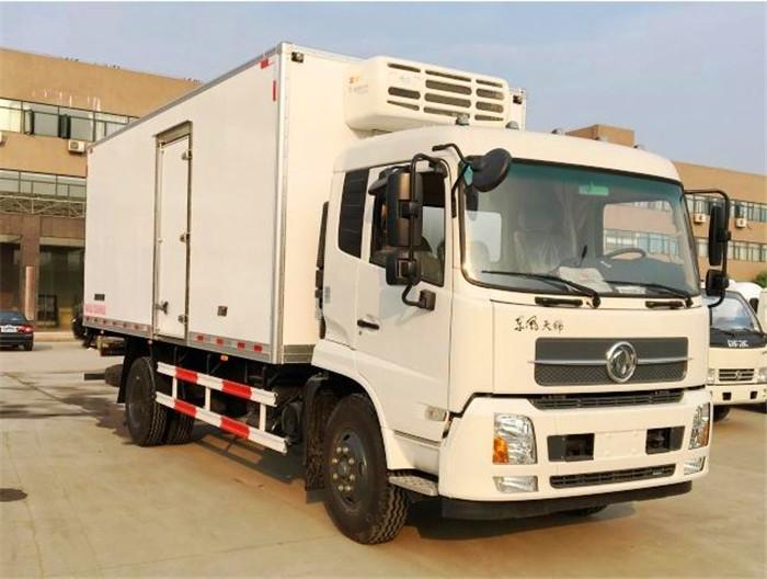 东风天锦6.1米冷藏车2