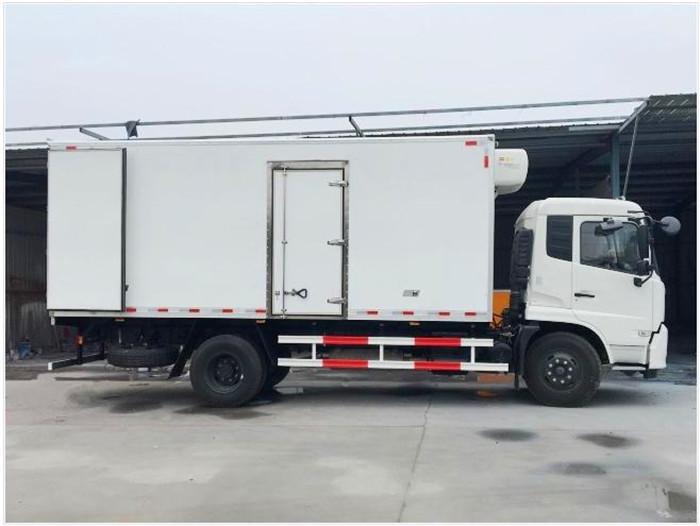 东风天锦6.1米冷藏车5