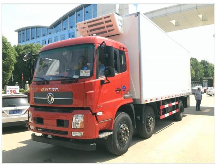 东风天锦小三轴7.7米冷藏车1