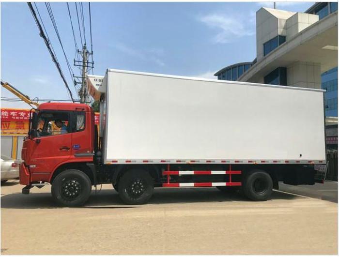 东风天锦小三轴7.7米冷藏车3