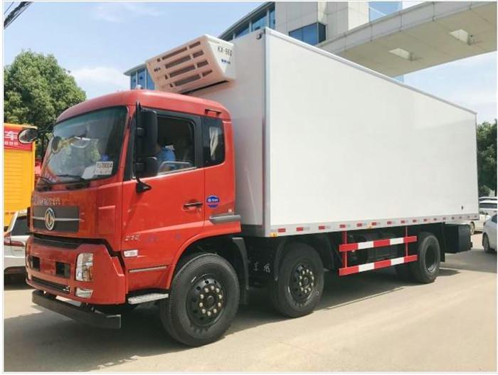 东风天锦小三轴7.7米冷藏车2