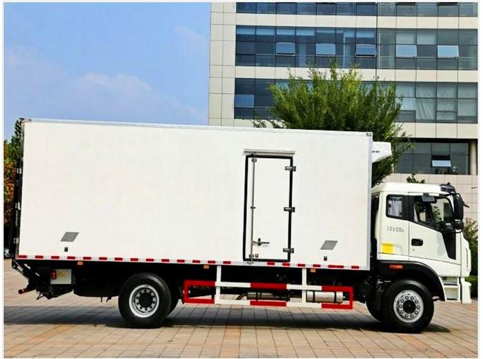 福田瑞沃6.8米冷藏车2