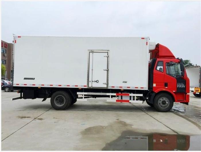解放J67.5米6.8米冷藏车3