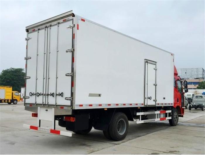 解放J67.5米6.8米冷藏车4