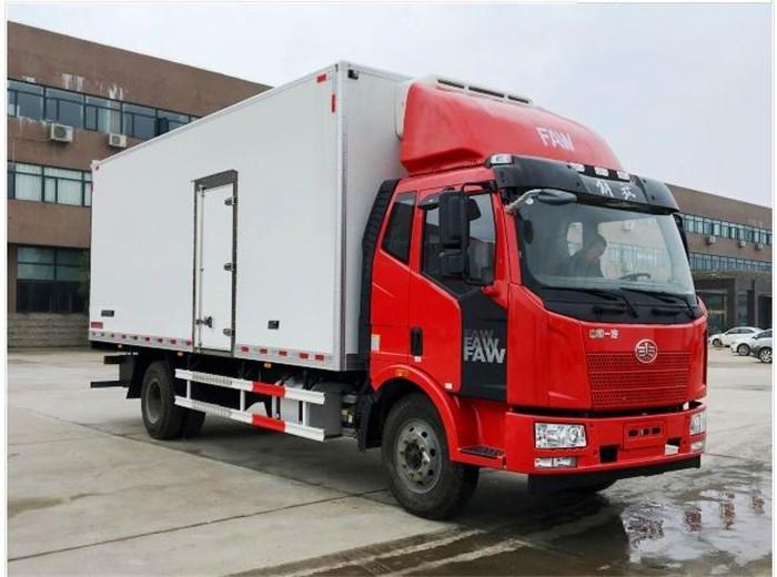 解放J67.5米6.8米冷藏车2