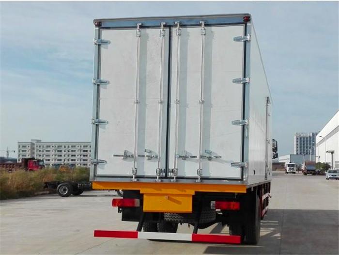 J6解放小三轴8.7米冷藏车5