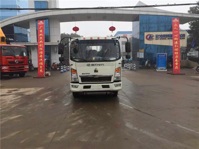 重汽豪沃4.2米气瓶运输车