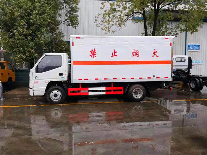 国六蓝牌江铃易燃气体厢式运输车价格