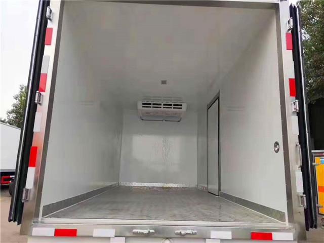 国六4米1蓝牌东风多利卡冷藏车