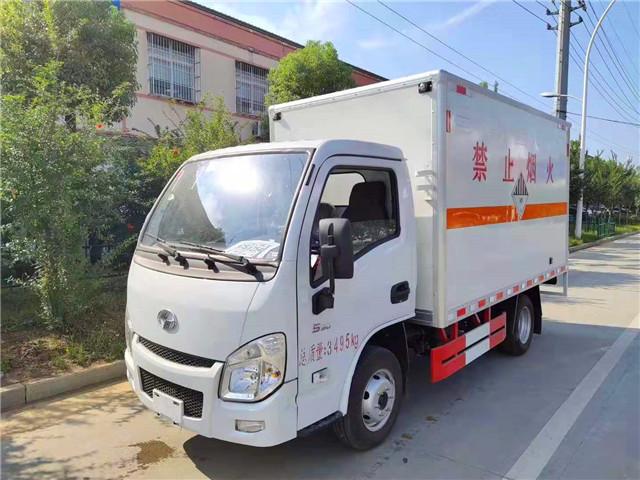 跃进小福星柴油版国五易燃气体厢式车