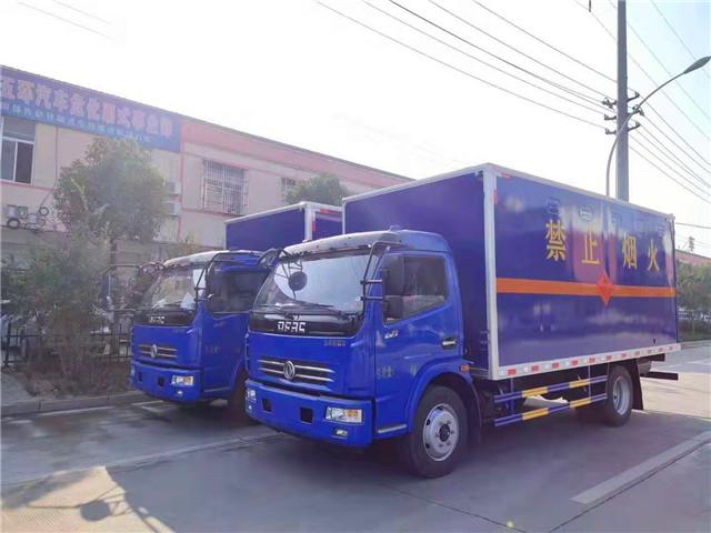东风多利卡D7气瓶厢式车