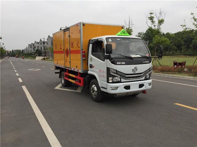 国六蓝牌东风多利卡民爆运输车
