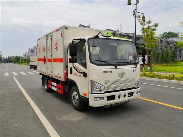 国六解放废机油运输车