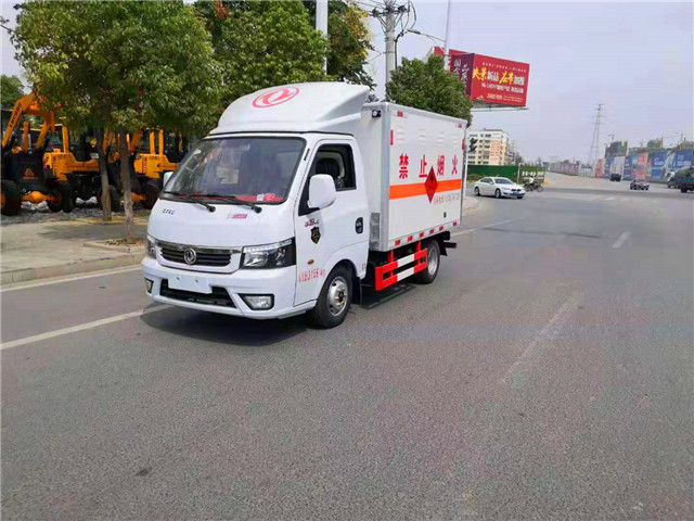 东风途逸危险品厢式运输车