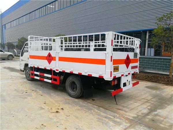 江铃4.2米气瓶运输车