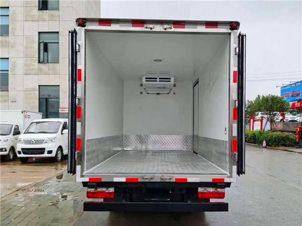 国六东风途逸冷藏车