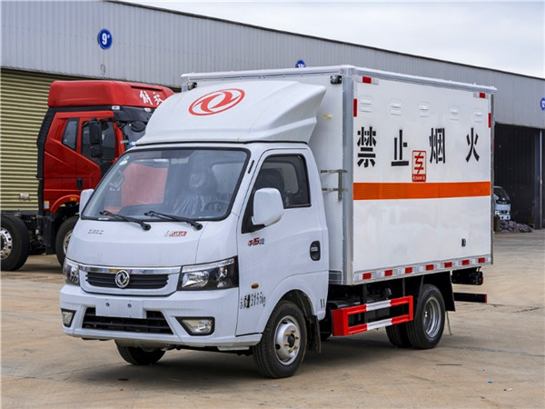 东风2米6危险品厢式运输车
