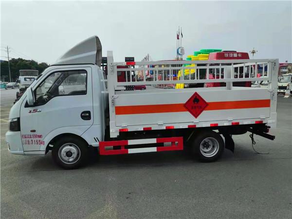 国六东风途逸气瓶运输车