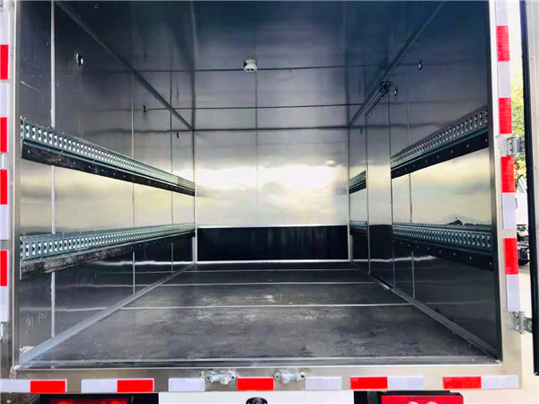 国六江铃4米2废机油危险品厢式运输车